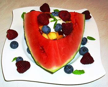 Десерт в ломтике арбуза!