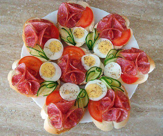 Несколько вариантов украшения салатов и праздничных блюд