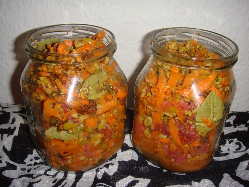 Тушеная говядина с грибами, морковью и огурцами!