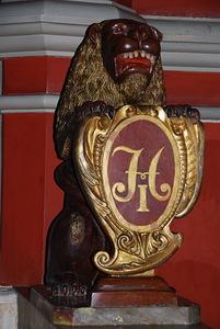 Лев со щитом на лестнице, ведущей к Золотому (Красному) Крыльцу.