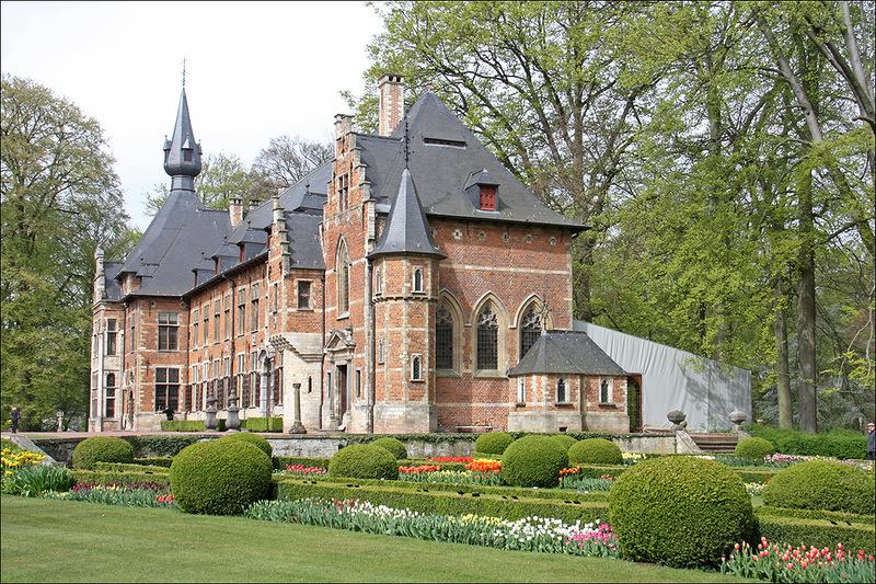 В парке замка Грот Бейгарден