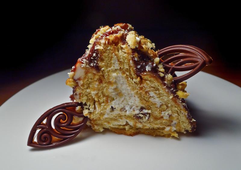 """Нежный творожный торт """"Домик из печенья"""""""