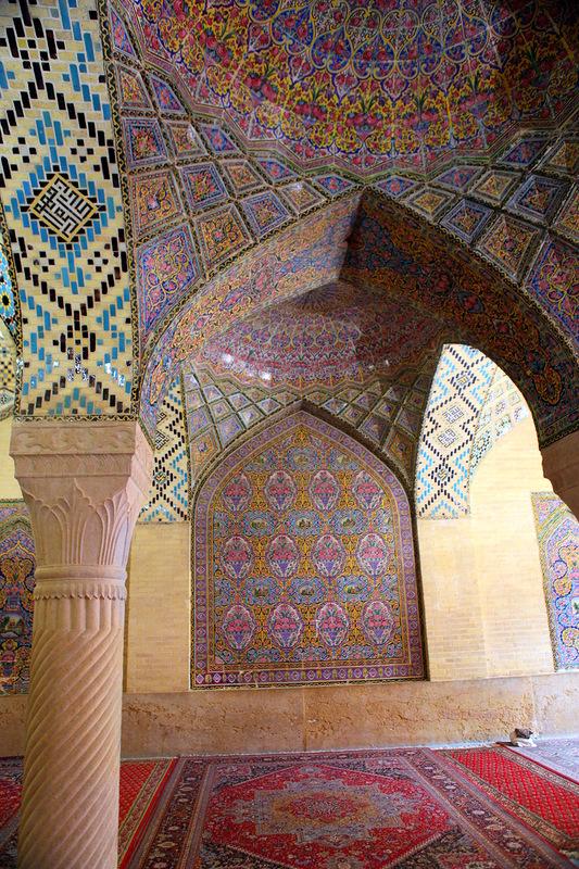 Мечеть роз, или Мечеть Насир-ол Молк в Иране10