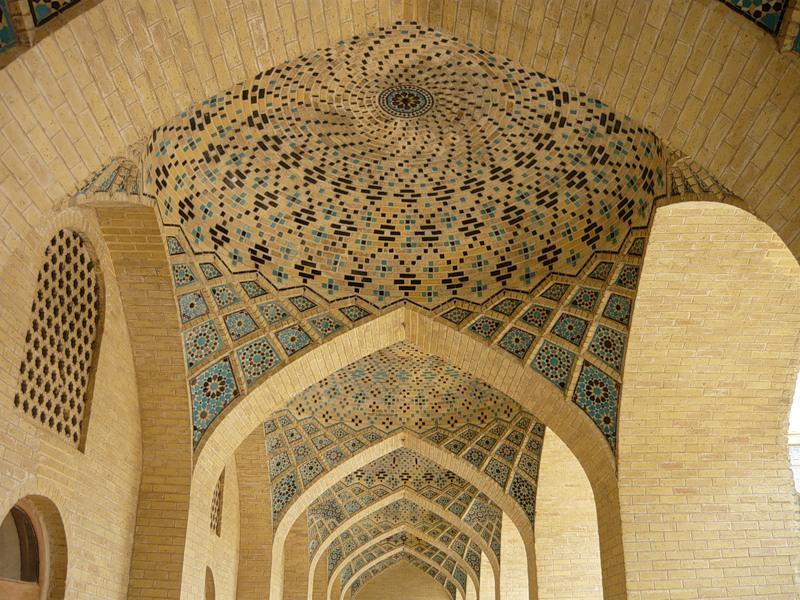 Мечеть роз, или Мечеть Насир-ол Молк в Иране18
