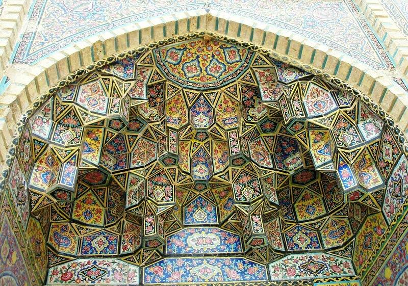 Мечеть роз, или Мечеть Насир-ол Молк в Иране21