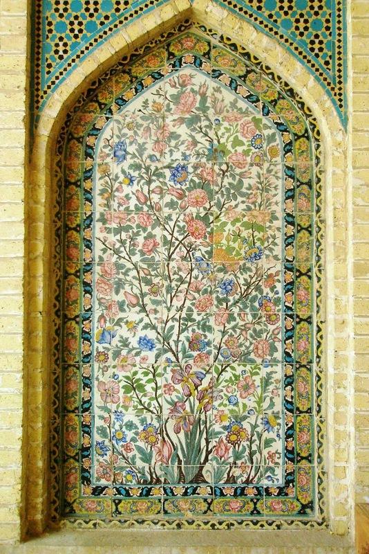 Мечеть роз, или Мечеть Насир-ол Молк в Иране22