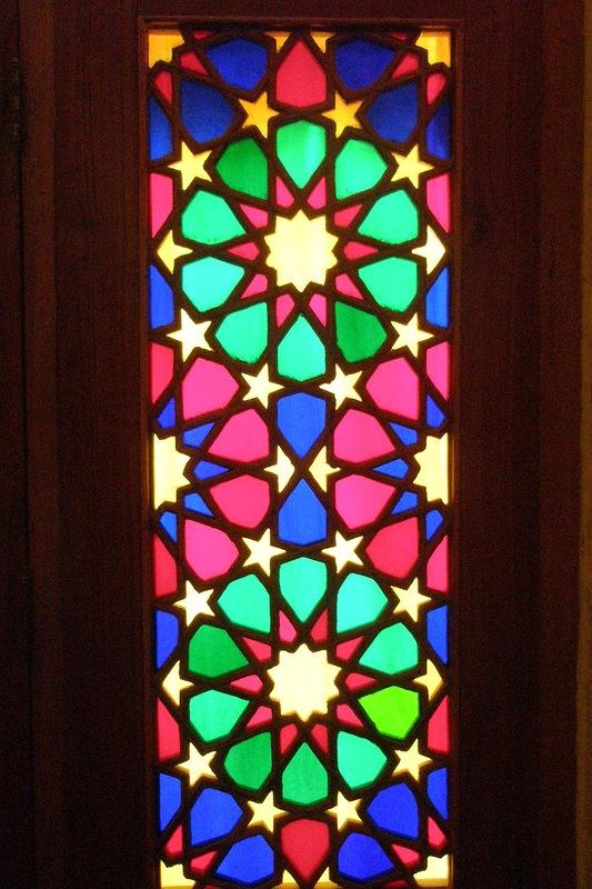 Мечеть роз, или Мечеть Насир-ол Молк в Иране28