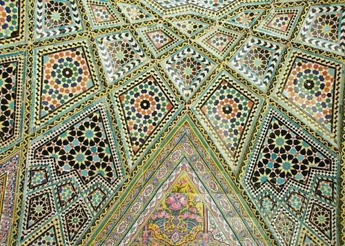 Мечеть роз, или Мечеть Насир-ол Молк в Иране31