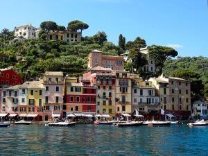 Портофи́но (итал. Portofino) — небольшой рыбацкий город, находящийся в провинции Генуя.