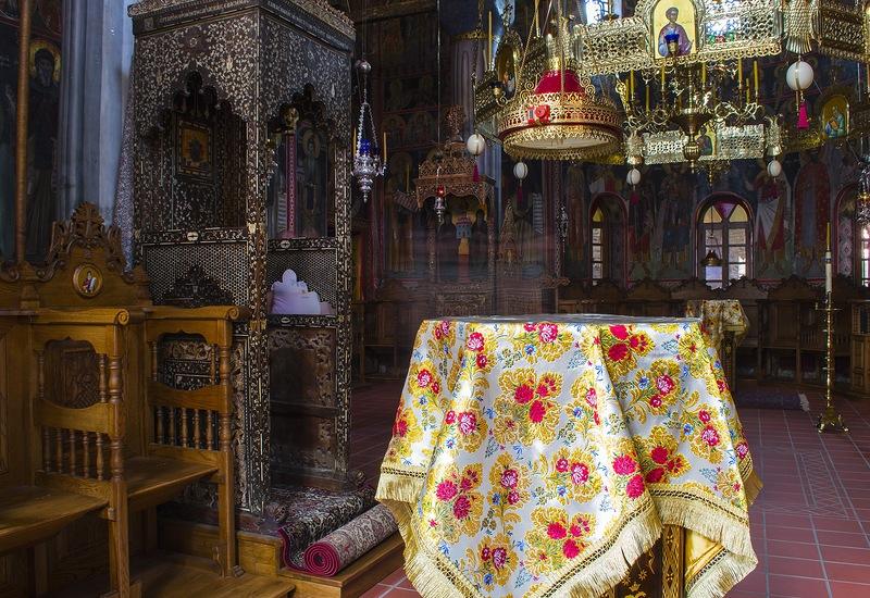 Внутренний вид кафоликона (главной церкви) монастыря Мегало Метеори
