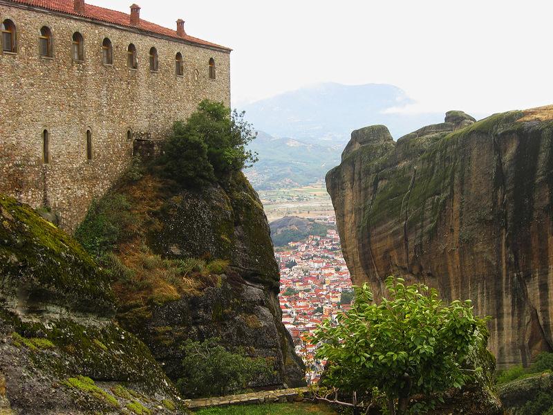 Вид на город Каламбака от монастыря Айос Стефанос