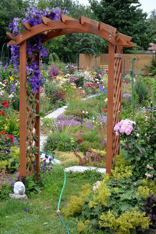 Красивый цветущий сад своими руками