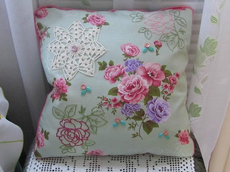 Красивые подушки-думочки.