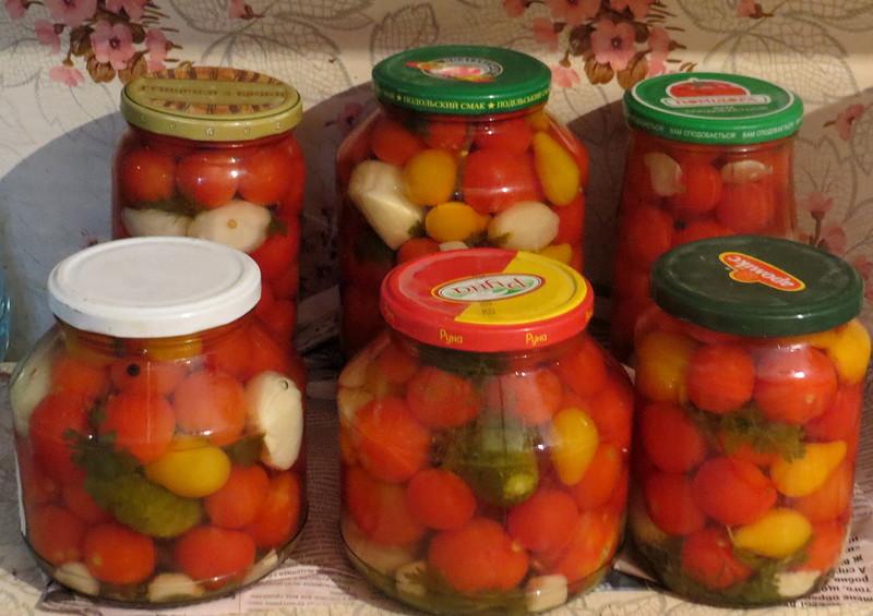 assorti-s-pomidorami-universalnyj-marinad