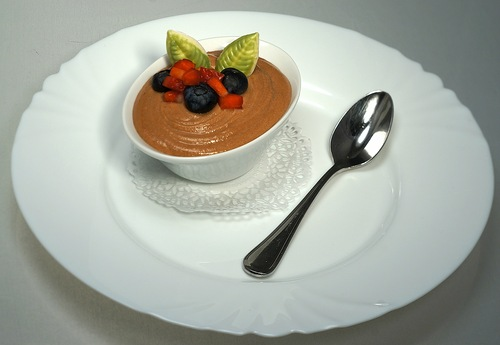 shokoladnyj-muss-na-osnove-molochnogo-shokolada-s-nezhno-slivochnym-vkusom