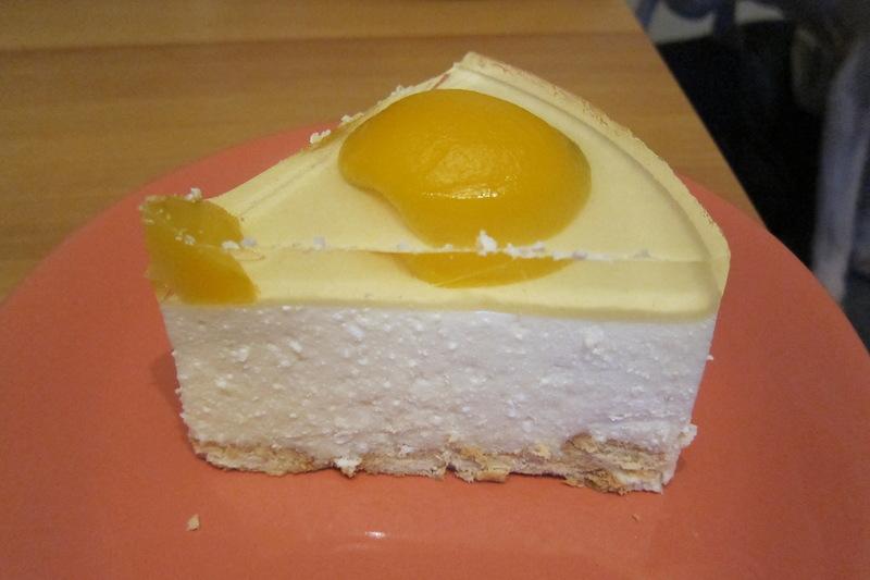 Творожный торт с персиками без выпечки
