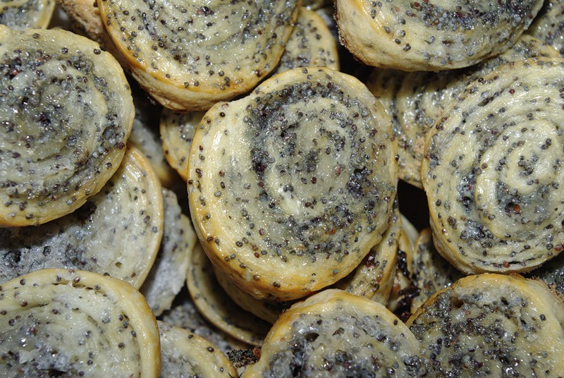 Печенье с маком из слоеного теста