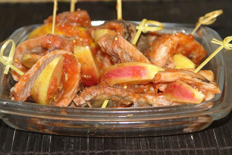 Сельдь в томатном маринаде с яблоками