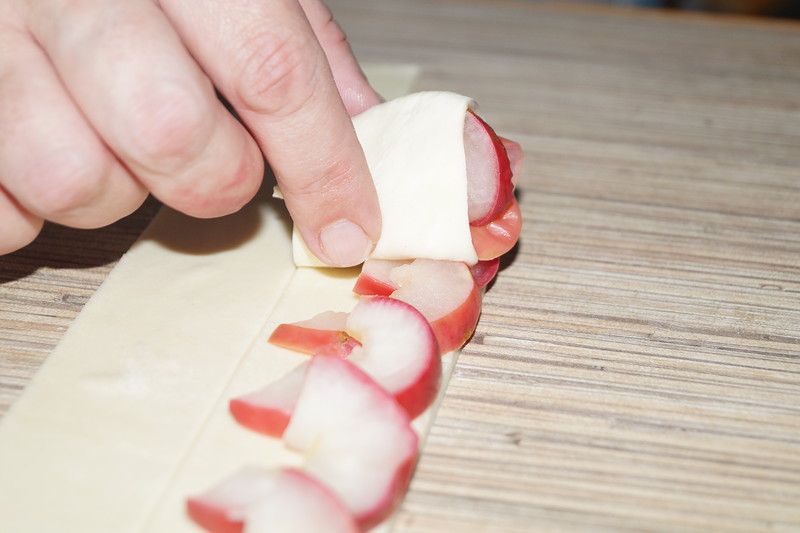 Слоеные яблочные розочки
