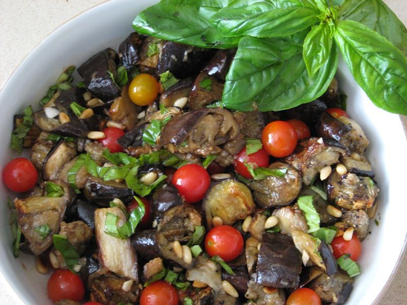 Салат из баклажан с базиликом