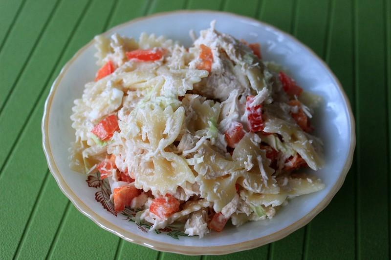 Салат куриный с макаронами