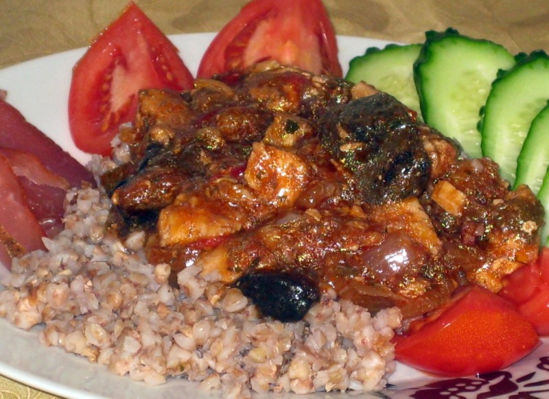 Курица с грибами в остром томатном соусе