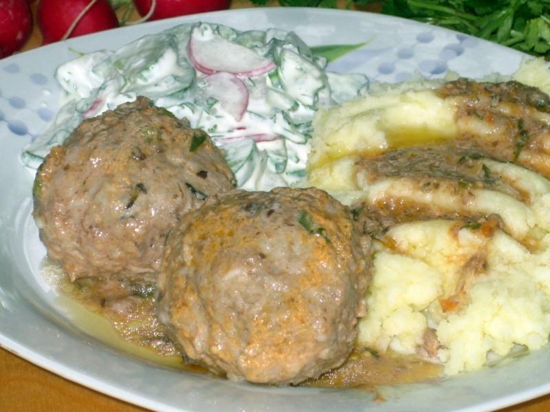 Тефтели с томатно-грибным соусом
